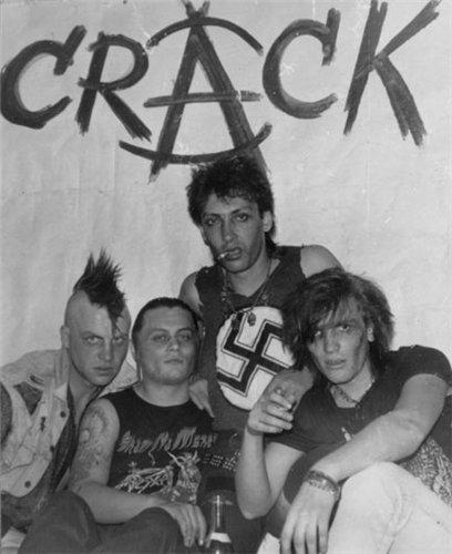 Группа Крэк образовалась в начале 1990-х годов, её основателем,